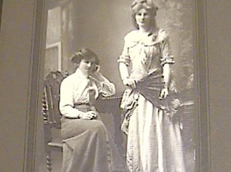 William's youngest daughters, Winifred and Dorothy Green © D Green